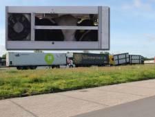 Kettingbotsing van drie vrachtwagens op A1 bij Holten: koeien en kalveren in een van de trucks