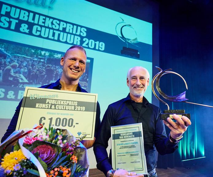 JJ Music House werd de grote winnaar van de avond met het Blues & Roots festival en mocht naast het Bronzen Visdiefje een cheque van 1.000 euro in ontvangst nemen.