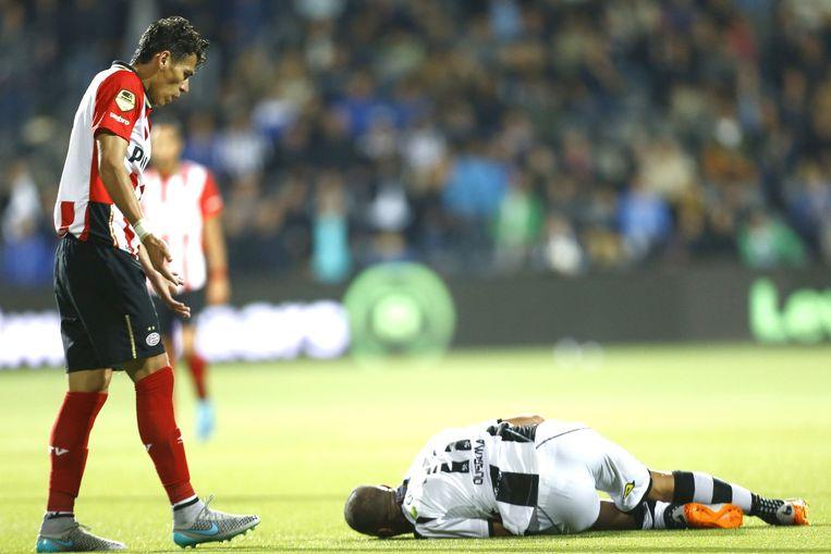 Moreno is zich van geen kwaad bewust nadat hij Oussama Tannane de wedstrijd uit schopt. Beeld anp