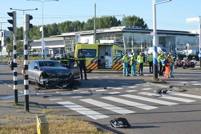 Twee taxi's hard op elkaar gebotst op Laan van Leidschenveen