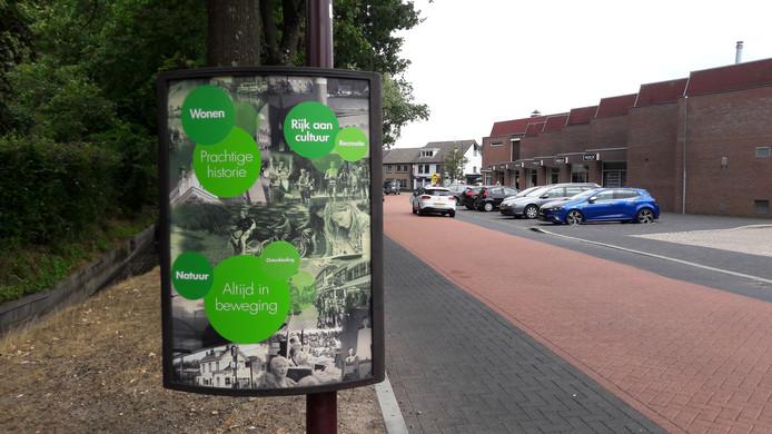 In juli werden vijftig dezelfde posterframes geplaatst in de gemeente Halderberge die daarmee de verrommeling wil tegengaan. Als er geen campagnes zijn, is reclame voor de gemeente zelf te zien.