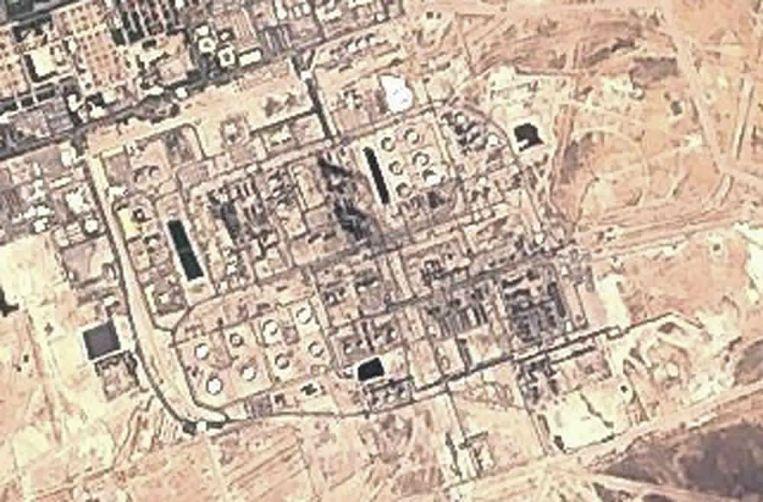 Satellietafbeelding van de olieinstallatie in Bugyag.  Beeld AP
