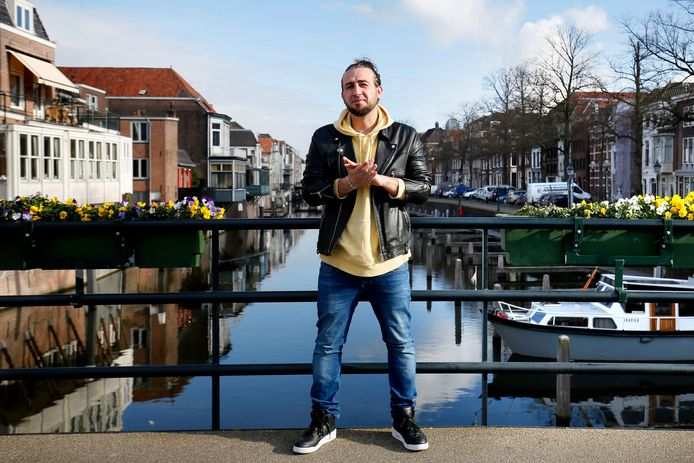 Georgios Lazakis, op de Peterbrug in Gorinchem: ,,Onze stad is net klein Amsterdam, met zijn historie en bijzondere gebouwen.''