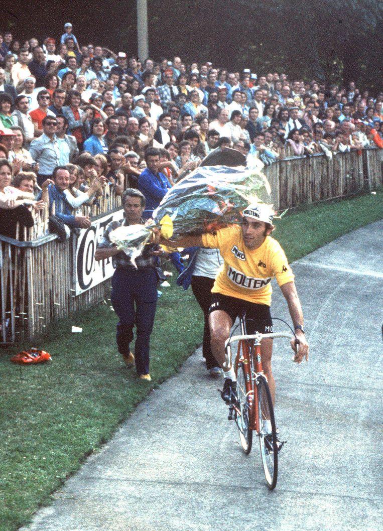 Merckx na zijn vijfde Tour-overwinning Beeld anp