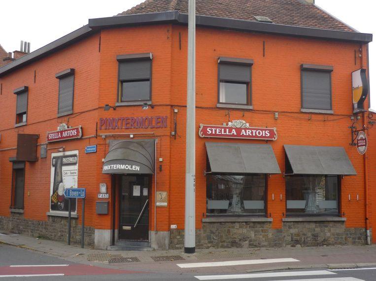 Café De Pinxtermolen, op de hoek van de Diestsesteenweg en de Heidebergstraat, is een vertrouwd gezicht in Kessel-Lo.