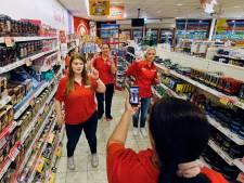 Medewerkers Utrechtse Kruidvat zijn met 28.000 volgers grote hit op TikTok: 'Er komen zelfs 'fans' naar de winkel'