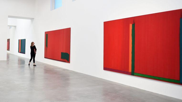 Werk van John Hoyland in het museum van Damien Hirst in Londen. Beeld null