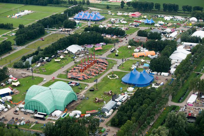 Een luchtfoto van het festivalterrein van Lowlands. A Campingflight to Lowlands.