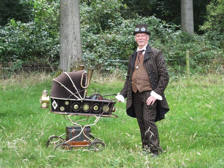 Deze steampunker liet zich gewillig fotograferen.