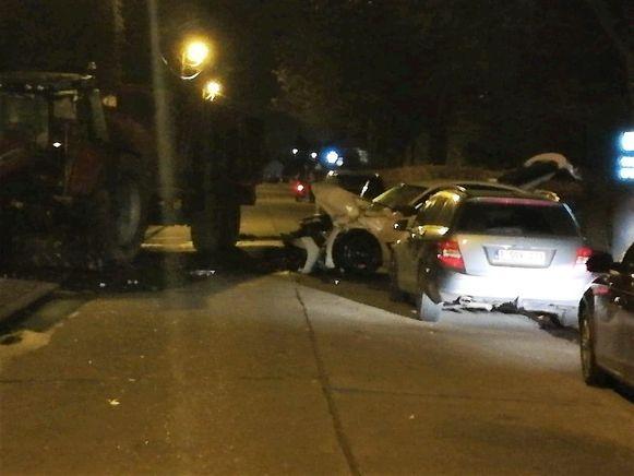Bij het ongeval reed de BMW frontaal in op een tractor.