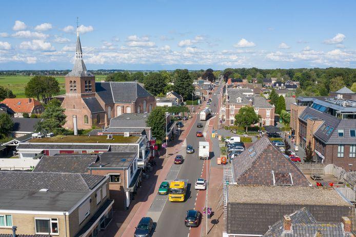 De Zuiderzeestraatweg splitst het hart van Oldebroek nu in twee delen. Dit zorgt voor 'barrièrewerking': het is lastig om van het ene naar het andere deel te komen. Komt er een rondweg in Oldebroek of niet?