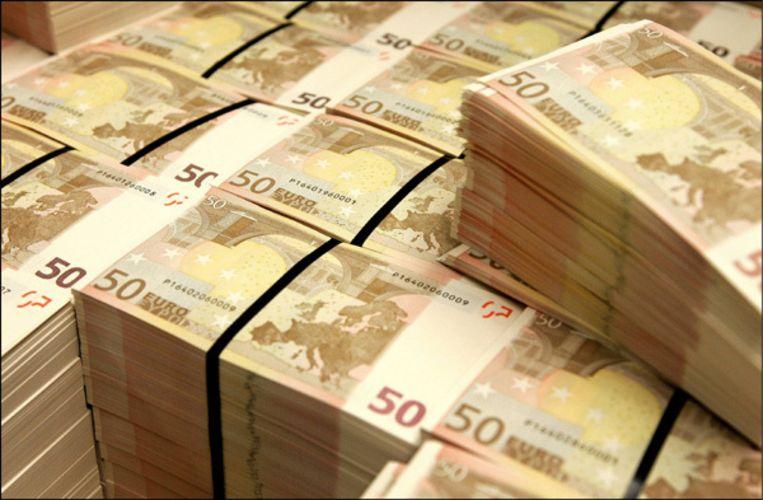 Slechts af en toe leiden verdachte transacties tot onderzoek, zoals die keer dat een misdaadbende via Amsterdam miljoenen euro's naar Zuid-Amerika wist te smokkelen. Foto ANP Beeld