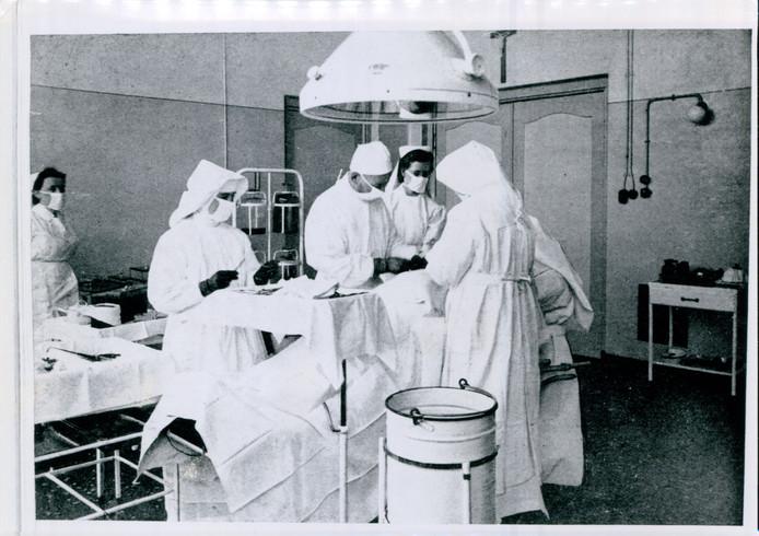 Operatiekamer in het oude Sint Joseph, tussen 1945 en 1950.