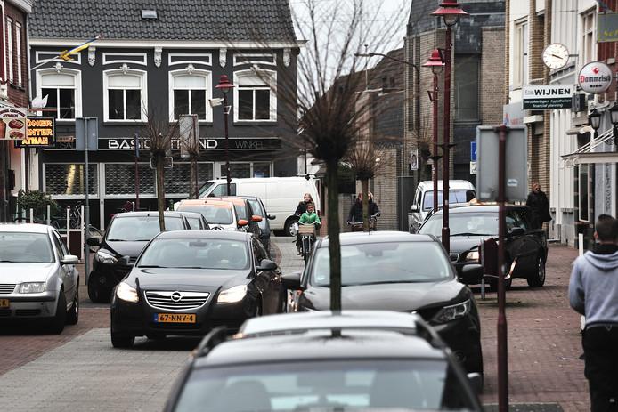 Parkeren in de Fenkelstraat is geen sinecure, zoals uit deze foto blijkt.
