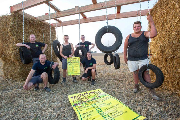De leden van de Groene Kring Oost-Pajottenland zijn volop bezig met de opbouw van hun zomerfestival aan het Hof te Kattem.