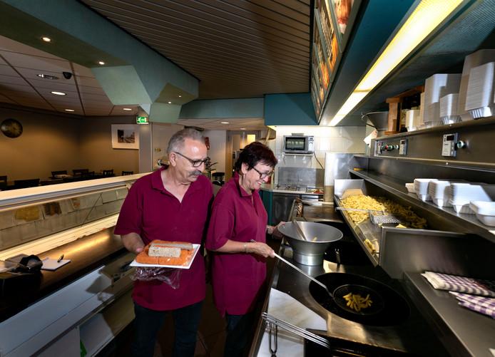 Lenie en Wim Staals stoppen met cafetaria in Maarheeze