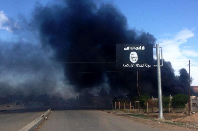 Een stad ten noorden van Bagdad is heroverd op IS door Iraakse troepen met hulp van Amerikaanse luchtsteun. De IS-logo's zijn nog niet verdwenen uit het straatbeeld. Beeld epa