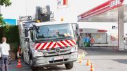Vrachtwagen zakt door zinkgat in Groot-Bijgaarden