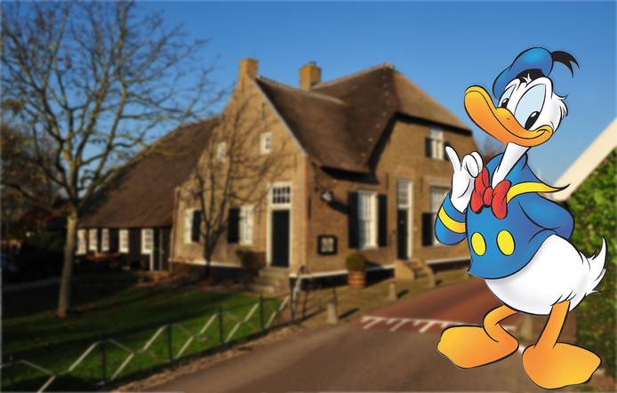 Donald Duck viert zijn vakantie in museum De Koperen Knop in Hardinxveld-Giessendam.