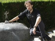 Opnieuw kunst gestolen van Jits Bakker, dit keer van het graf van zijn moeder
