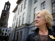 Annie Brouwer rijdt nog één keer langs stadhuis Utrecht