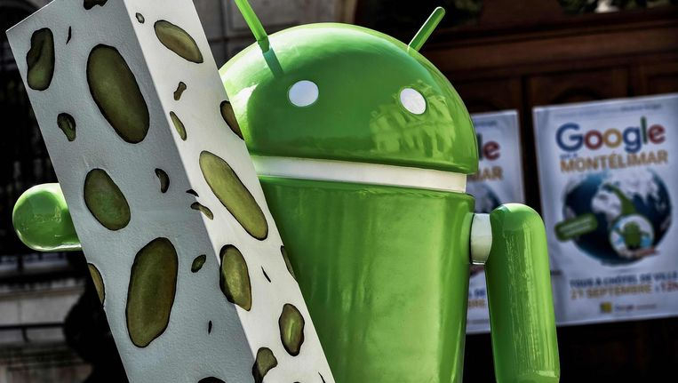Een standbeeld van het Android logo in Montelimar, gedoneerd door Google. Beeld afp
