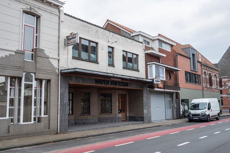 De werken aan het voormalige café zijn stilgelegd.