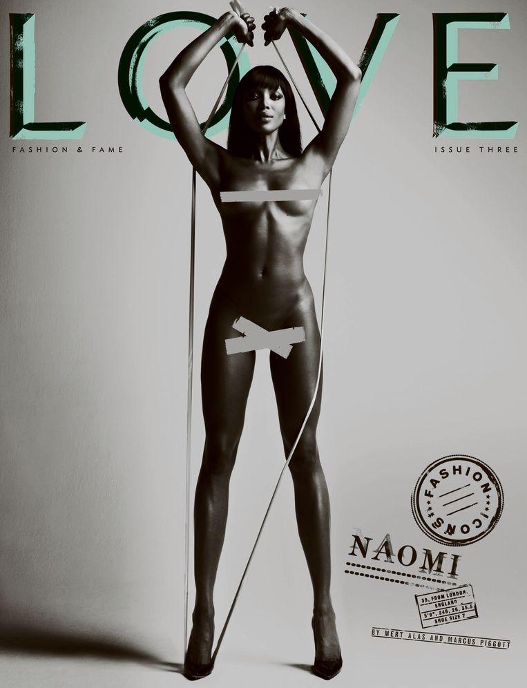 Campbell naakt op de cover van Love Magazine.