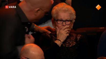 Paul De Leeuw doet iets prachtigs voor deze ontroostbare vrouw