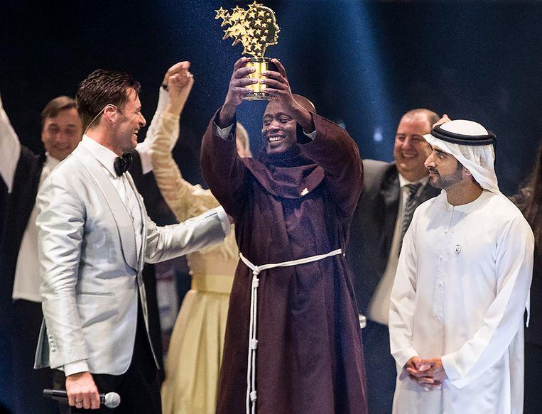 De Keniaanse leraar Peter Tabichi  wint de Global Teacher Prize.