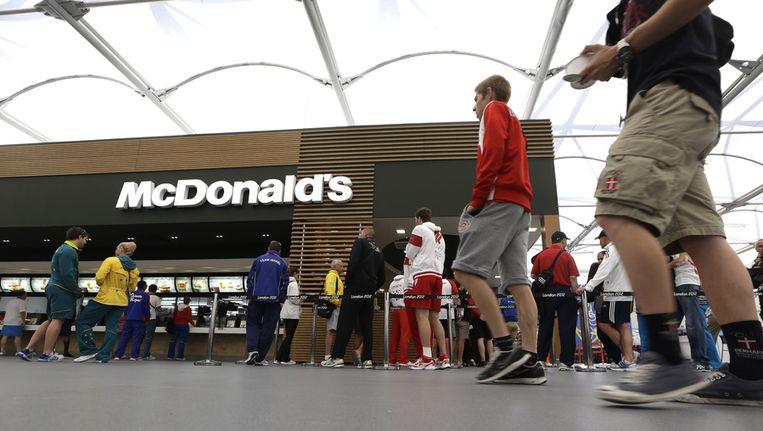 De McDonald's in het olympisch atletendorp in Londen. Beeld ap