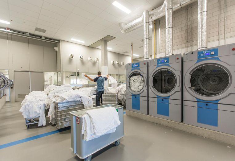 De wasserette, waar ook gedetineerden werken Beeld Eva Plevier