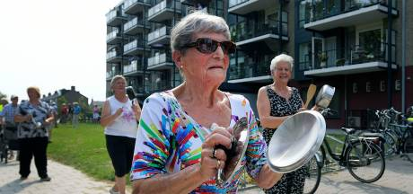 Protesterende ouderen halen alles uit de keukenkast