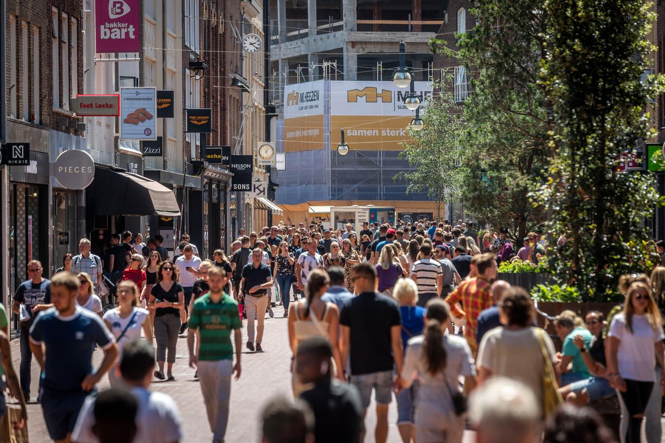 Het is nog niet echt druk in het stadscentrum van Eindhoven, maar winkeliers zijn blij dat de weg naar boven zich weer ingezet heeft.