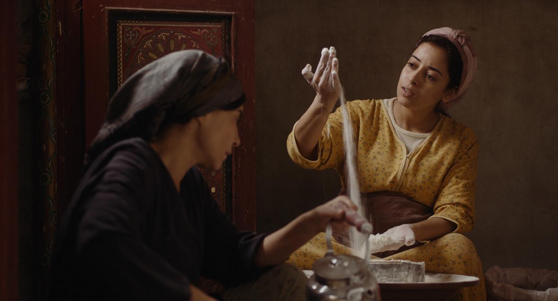 Hoofdrolspeelster Nisrin Erradi als de ongehuwd zwangere Samia in Maryam Touzani's speelfilmdebuut Adam.