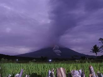 Honderden mensen vluchten voor uitgebarsten vulkaan op Java