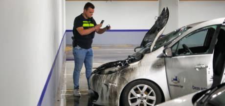 Verdachte (65) autobranden Epe blijft drie maanden langer in cel