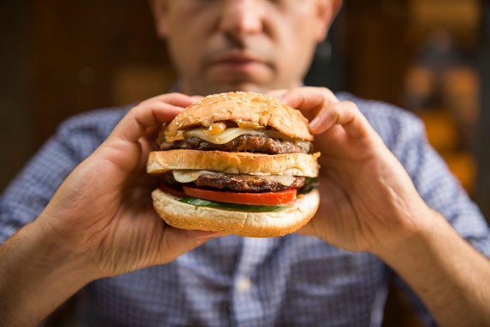 De discussie draaide rond een hamburger. (beeld ter illustratie)