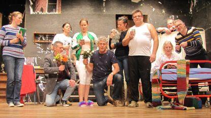 Toneelkring Attenrode Wever staat op de planken met 'Kat in de Kelder'