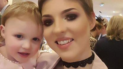Mama (29) die kankertherapie uitstelde om ongeboren kind te redden is overleden