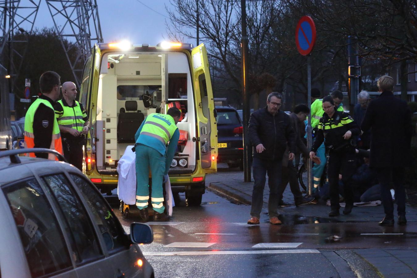 De fietser werd aangereden op de Goudvink in Veenendaal en raakte daarbij gewond.