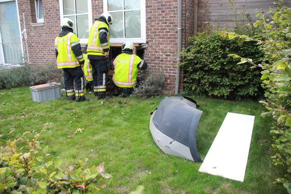 Ike M. botste vorig jaar in Lauwe tegen de gevel van een woning. De man kon geïdentificeerd worden, want de bumper met nummerplaat van zijn bestelwagen bleef achter op de plaats van het ongeval.