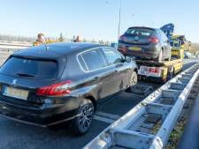 Vijf lekke banden op A15 door afgevallen lading