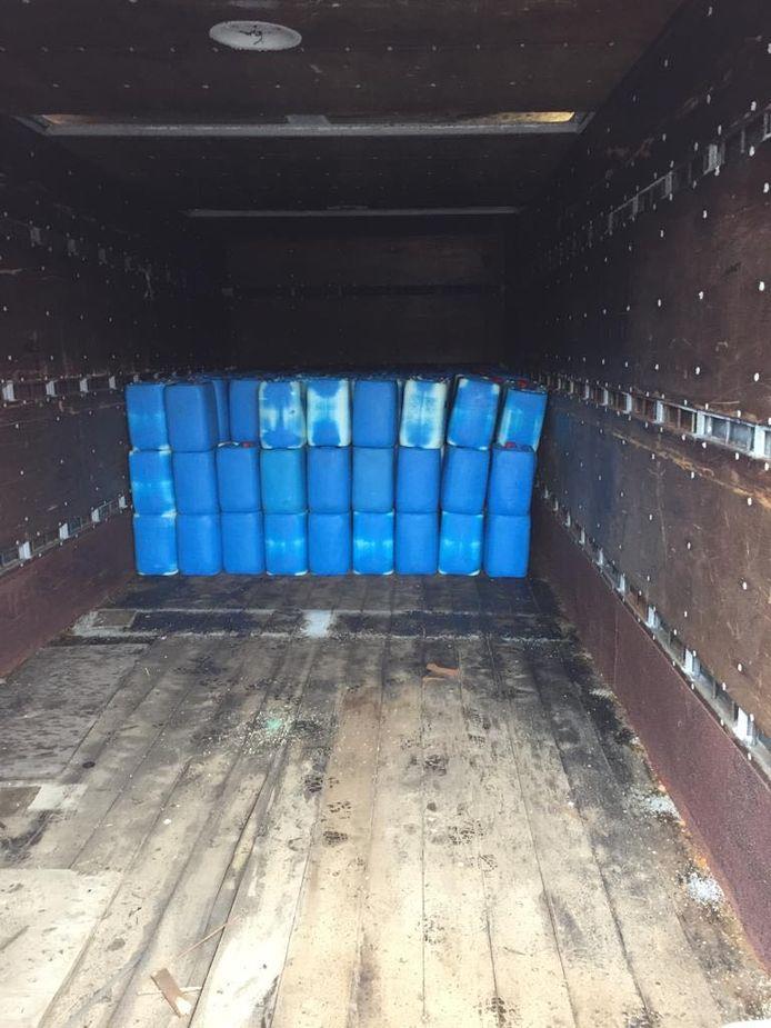 Er werden harddrugs en andere drugsgerelateerde goederen aangetroffen