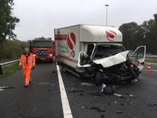 Ongeval met vrachtwagen en busje op A58 bij Oirschot