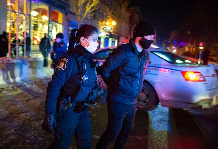 De nombreux Québecois se sont rebellés contre le couvre-feu en vigueur dans la province.