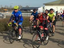 'In het wiel van...' de opwarmer van Marianne Vos Wielerfestival trekt veel fietsers