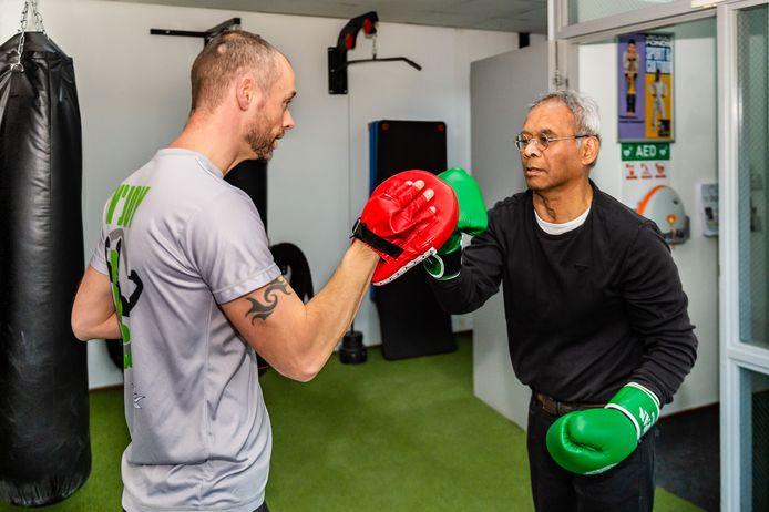 René Huwaë (rechts) heeft baat bij de speciale trainingen van Erwin Lagcher.