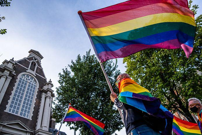 7 september: Een demonstratie bij het Amsterdamse Homomonument tegen de steeds grimmiger anti-LHBTI campagne in Polen.