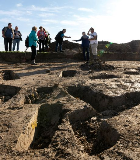 Romeinse mantelspelden en sporen van boerderij; Velddrielse bodem geeft geheimen prijs